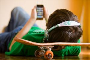 oğlu iphone oynuyor